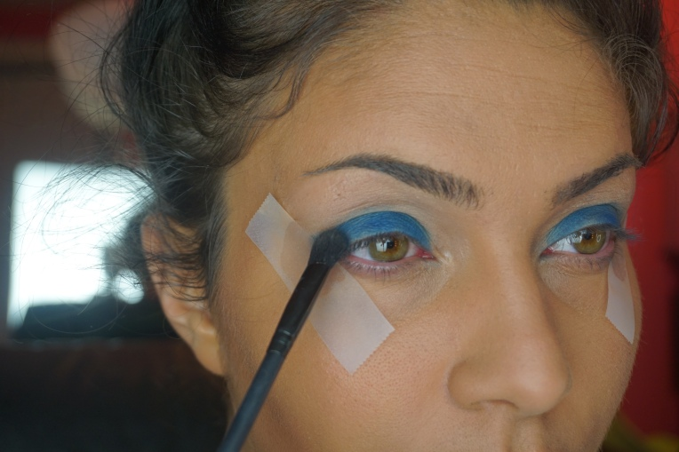 Pack a matte blue shadow on lid